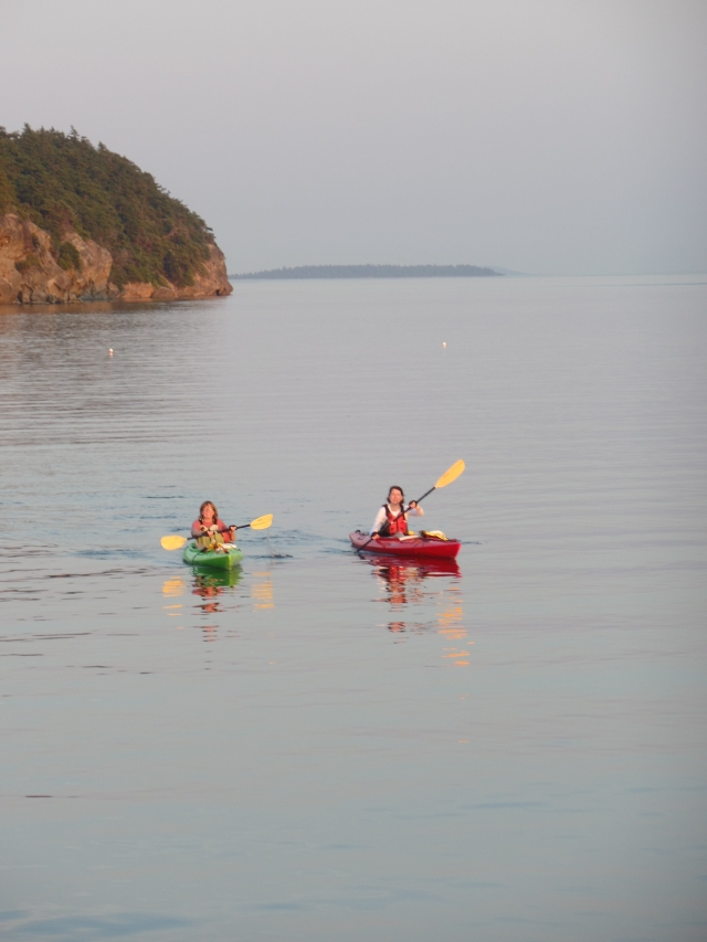 Jessica and Nancy kayaking